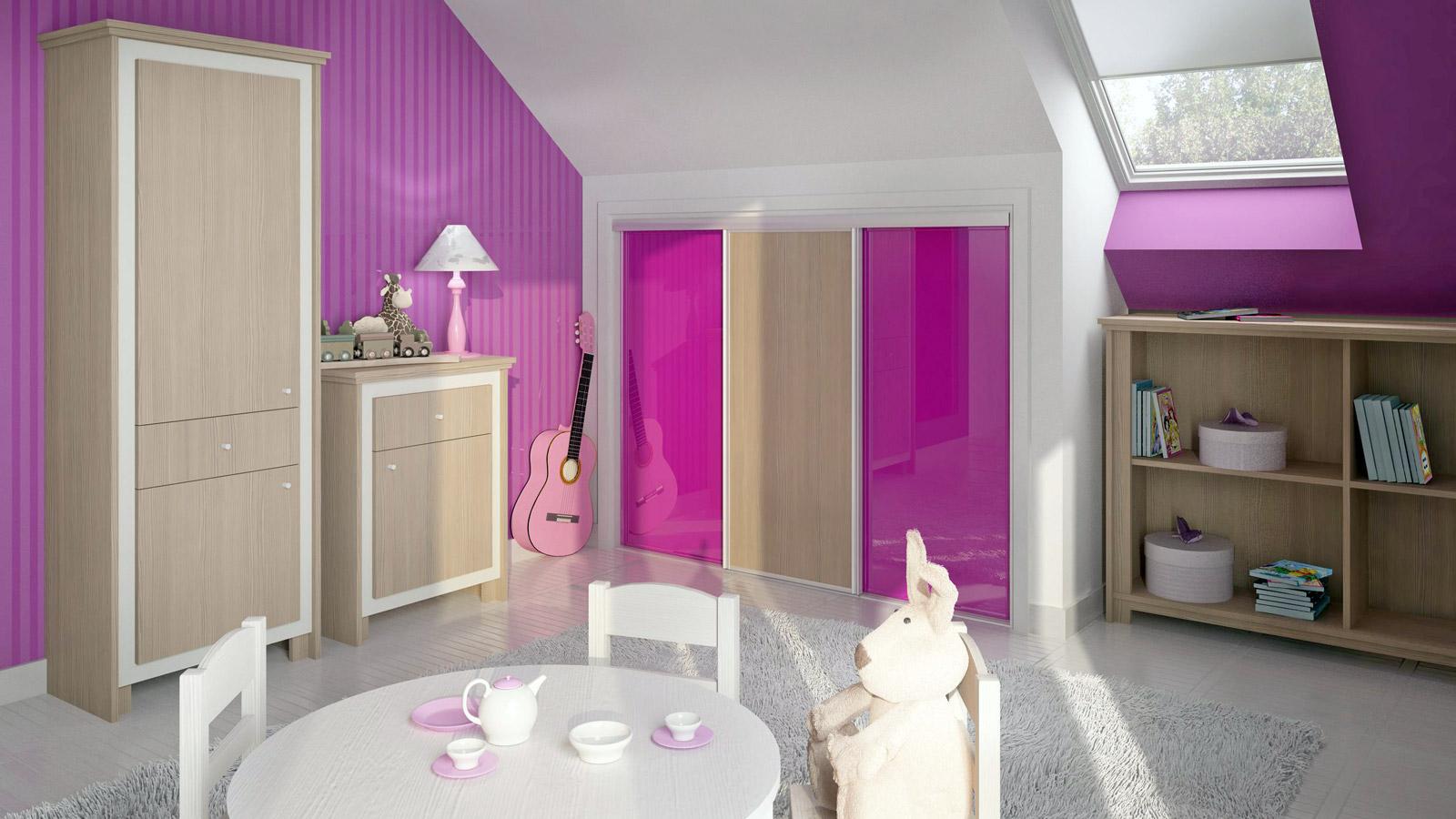 Custom fitted, gloss finished sliding doors wardrobe